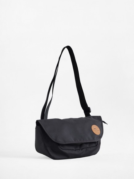 "BLACK ""PRAU"" SLING BAG"