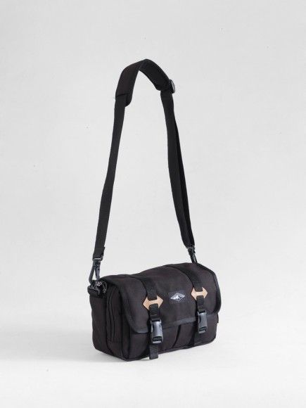 "BLACK ""ROVER"" SMALL SLING BAG"